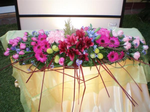 como decorar el saln y la mesa de novios