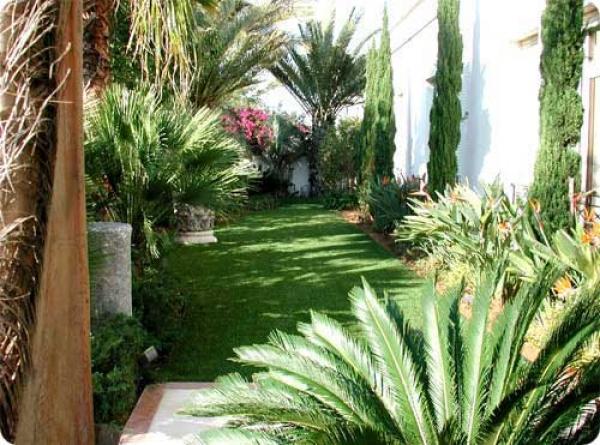 Viveros mi jardin secci n naranja letra d decoradores for Viveros y jardines
